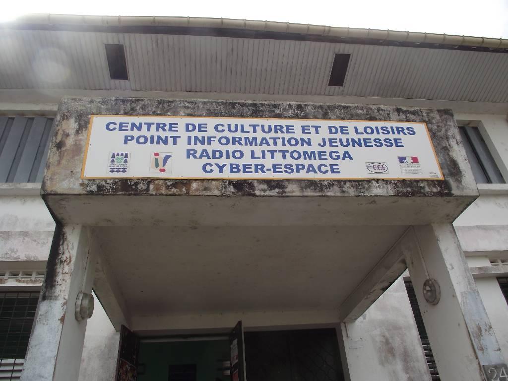 Entrée de la Radio Littomega à Saint Laurent du Maroni