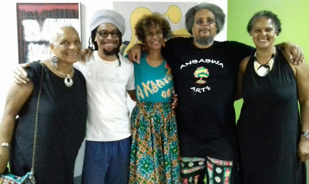 L'équipe d'ANBABWA et MC Poglo, de KOLORNECTION